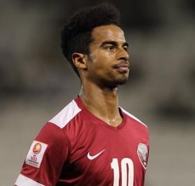 Tottenham make bid for Qatar international striker
