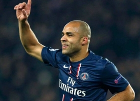 Alex to sign new PSG contract