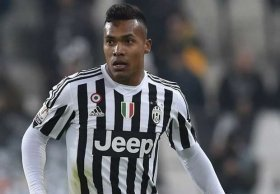 Chelsea bid €60 million for Juventus left-back Alex Sandro