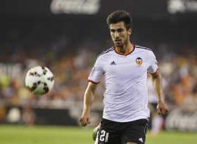 Barcelona beat rivals Real Madrid to Andre Gomes signing