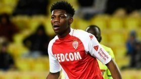 Manchester United make contact for Chelsea midfield target