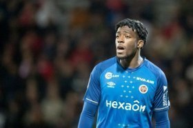 Arsenal in advanced talks to sign £15m defender