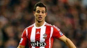 Manchester United eye Southampton defender as Valencia replacement?