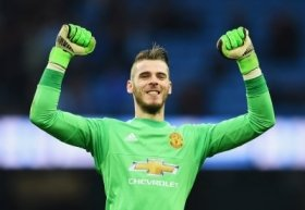 David de Gea happy to stay at Manchester United