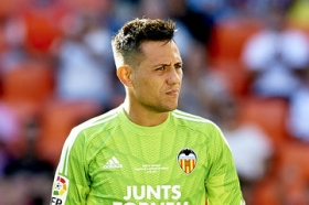 Barcelona to turn to Diego Alves?