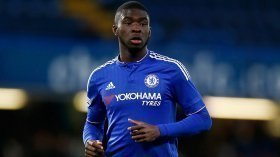 Chelsea open contract talks with young defender