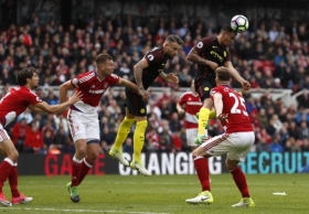 Jesus strikes late to rescue Manchester City
