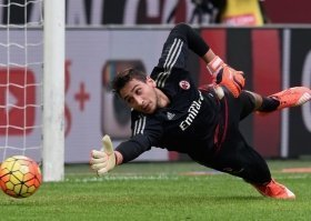 Chelsea open talks to sign Italian goalkeeper