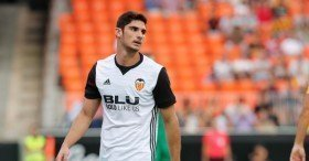 Manchester United in the hunt to sign Valencia attacker?