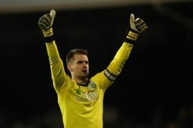 Newcastle and Crystal Palace to compete for England goalkeeper