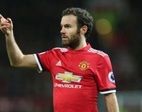 Manchester United propose new contract for Spanish midfielder