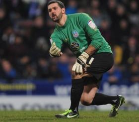 Newcastle United eye Julian Speroni signing