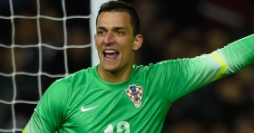 Leicester target new goalkeeper as possible Schmeichel replacement