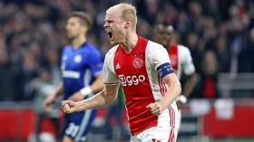 Everton sign Ajax captain