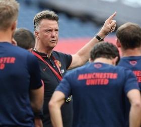 Louis van Gaal receives Man Utd backing