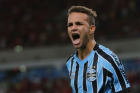 Liverpool near agreement with Brazilian striker