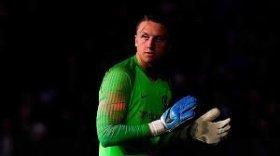 Chelsea goalkeeper set for Paris Saint-Germain move