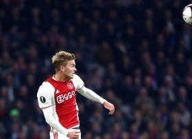 Ajax stars agent wants him to join Manchester United?