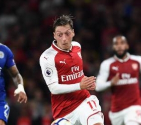Mesut Ozil confirms new Arsenal contract