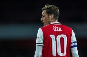Mesut Ozils agent speaks on Arsenal situation