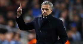 Jose Mourinho hints Defensive Chelsea will win the title