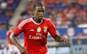 Man Utd scout Benfica full-back
