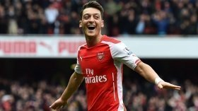 Arsene Wenger hopeful of Ozil extension