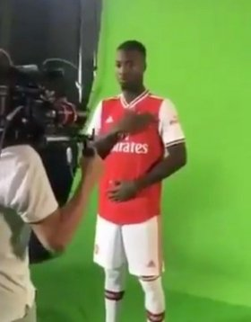 Leaked pictures confirm Arsenal signing of Nicolas Pepe