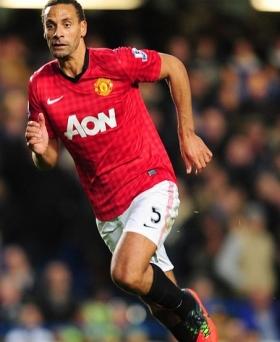 Rio Ferdinand pens new Man Utd contract