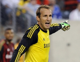 Newcastle United want Mark Schwarzer on loan