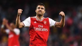 Arsenal to offload central defensive duo?