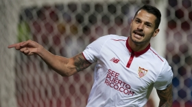 Chelsea and Atletico Madrid target Vitolo signs new contract at Sevilla