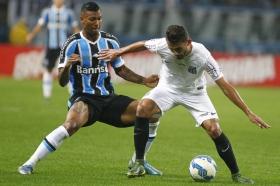 Leicester pursue Gremio midfielder