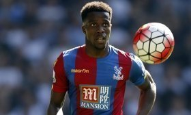 Wilfried Zaha to stay at Crystal Palace