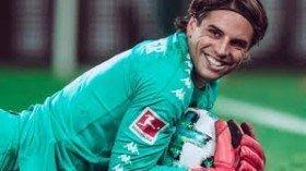 Arsenal move for Bundesliga goalkeeper
