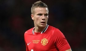 Arsenal want Tom Cleverley as part of Vermaelen deal