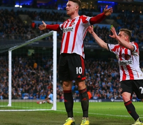 Tottenham chase Connor Wickham