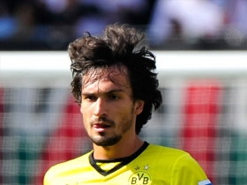 Man City join race to sign Hummels
