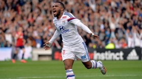Newcastle United ready Lacazette bid