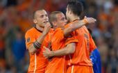 van Persie scores 4 as Holland win 11-0