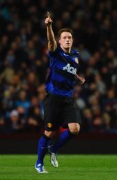 Phil Jones goal keeps Man Utd within reach