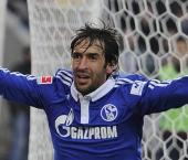 Veteran striker Raul eyes Schalke stay