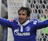 Veteran striker Raul eyes Schalke stay