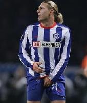 Hertha miss chance to go on top