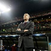 Wenger defends policy