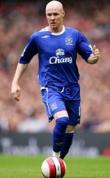 Johnson to stay at Everton